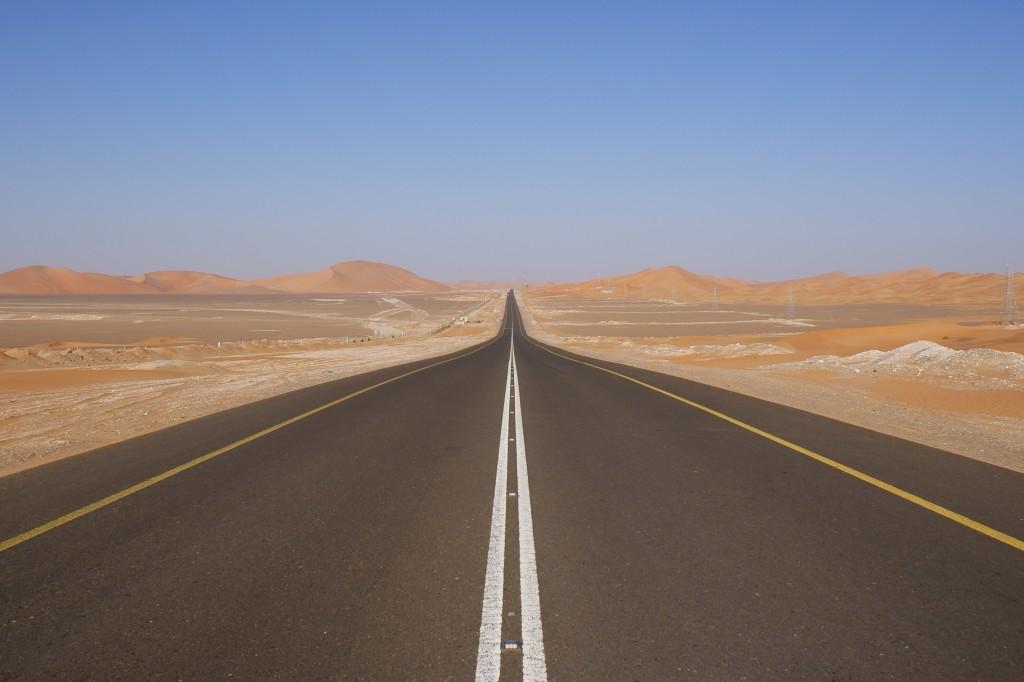 Desert_road_UAE